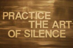 Tăcerea este super-puterea mea
